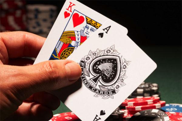 Phải làm gì khi chồng nghiện cờ bạc
