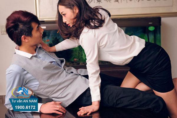 vợ ngoại tình với người cùng cơ quan