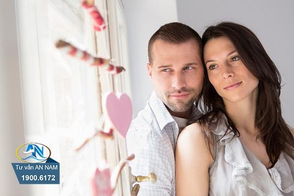 lo lắng khi vợ gặp lại người cũ