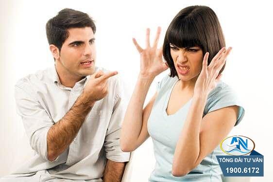 khi vợ chồng tranh cãi