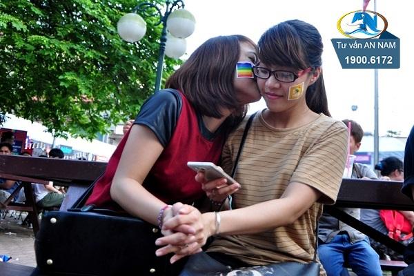 bị bạn bè kì thị vì là người đồng tính
